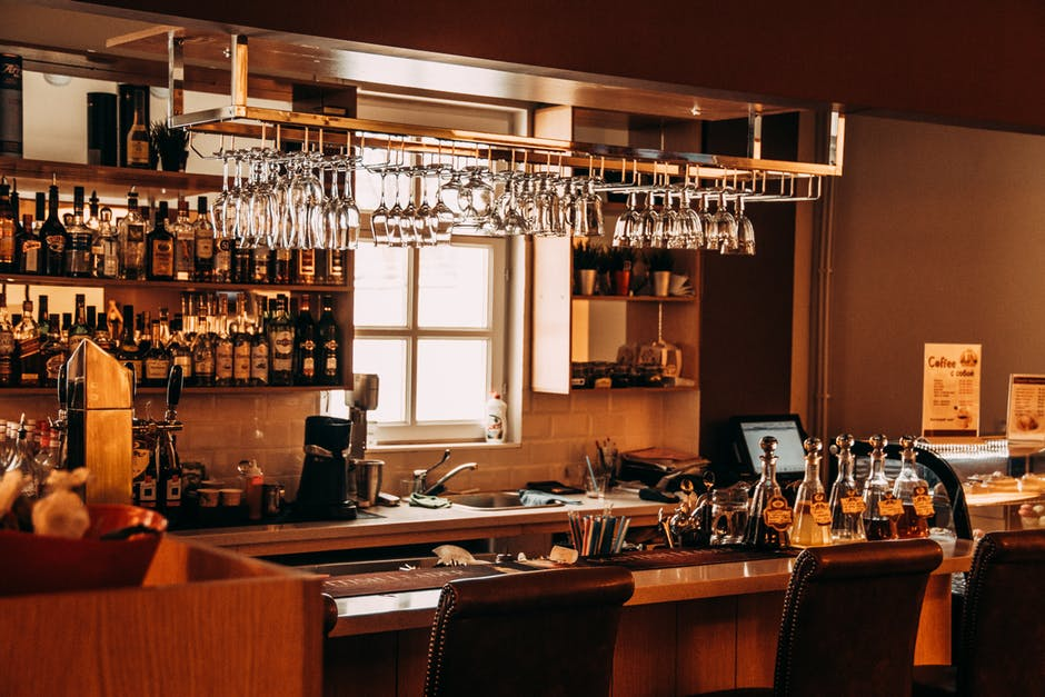 Accessories to Decorate Bar Area for Your House